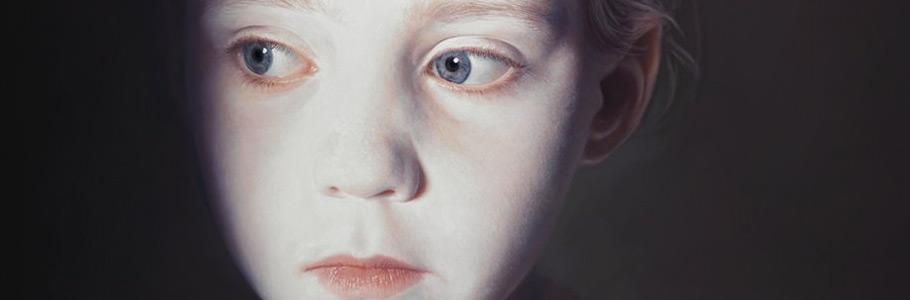 Non, ce ne sont pas des photos : les toiles hyperréalistes de Gottfried Helnwein